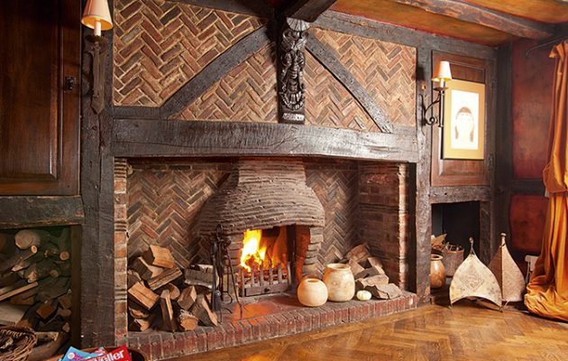Old_Farm_Leatherhead_fireplace-v2_150033682_228013871-630x400